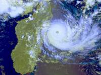 oeil parfaitement visible du cyclone Bonita en 1996 - Ocan Indien
